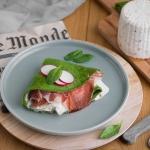 Crepes di spinaci con capocollo di Martina Franca, formaggio fresco alle noci, salsa al ravanello