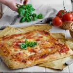 Pizza spianata integrale ad alta idratazione